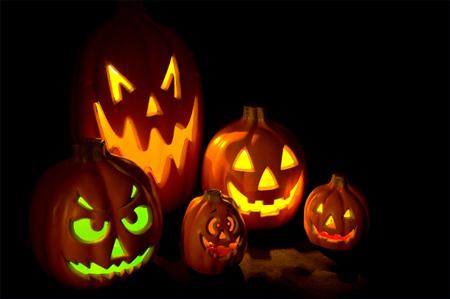 Если вы действительно хотите создать потрясающе ужасающе-пугающую атмосферу на Хэллоуин, то стол не должен отставать от прочих декораций