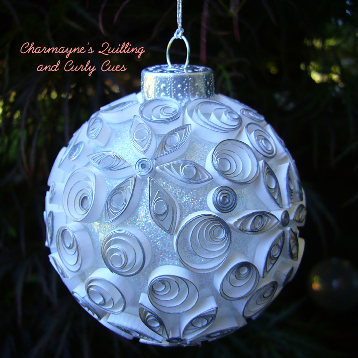 Как создавать елочные игрушки и новогодние подвески в технике квиллинг: квиллинг-детали на объемной форме, черно-белый елочный шар