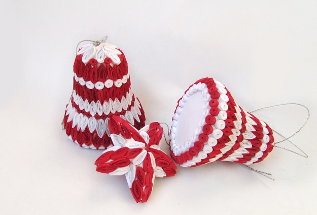 Как создавать елочные игрушки и новогодние подвески в технике квиллинг: квиллинг-детали собираются на объемной форме, колокольчики и звезда