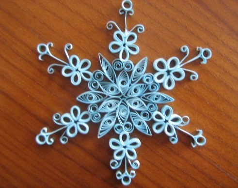 Как создавать елочные игрушки и новогодние подвески в технике квиллинг: снежинки