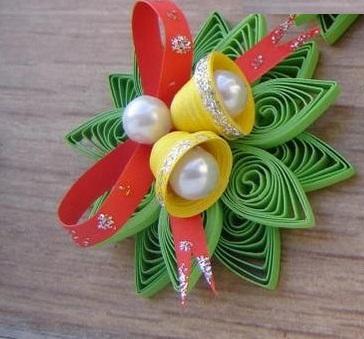 Как создавать елочные игрушки и новогодние подвески в технике квиллинг: плоские и объемные игрушки с дополнительными деталями из разных материалов, листья омелы с колокольчиками