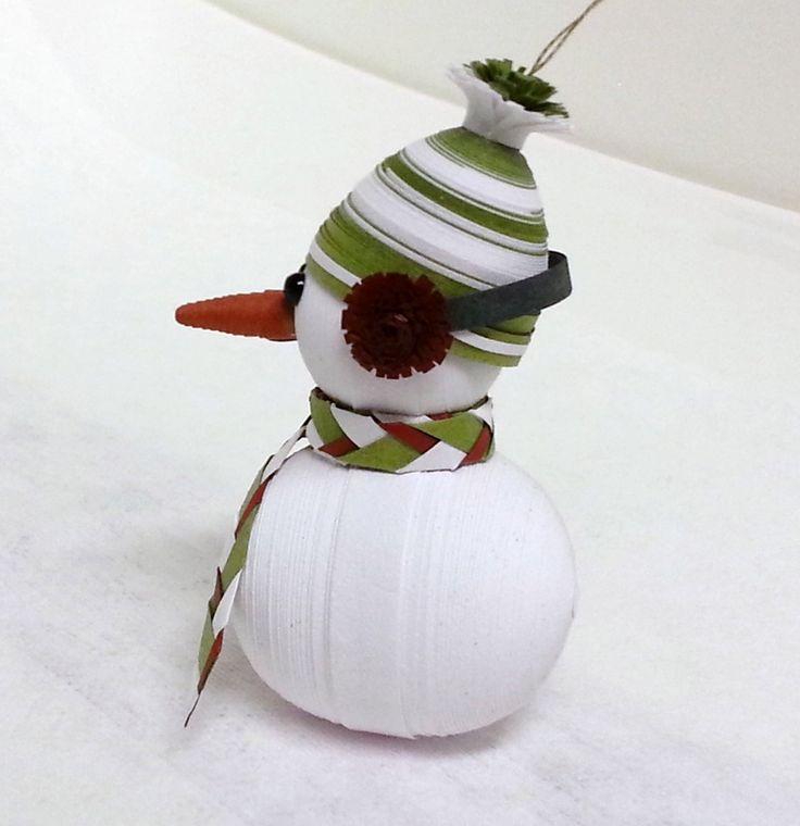 Как создавать елочные игрушки и новогодние подвески в технике квиллинг: обемные фигуры из склеиваемых уровнями деталей, снеговик