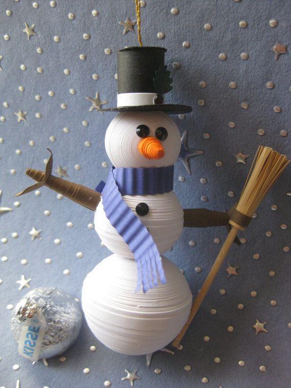 Как создавать елочные игрушки и новогодние подвески в технике квиллинг: обемные фигуры из склеиваемых уровнями деталей, снеговик другого дизайна