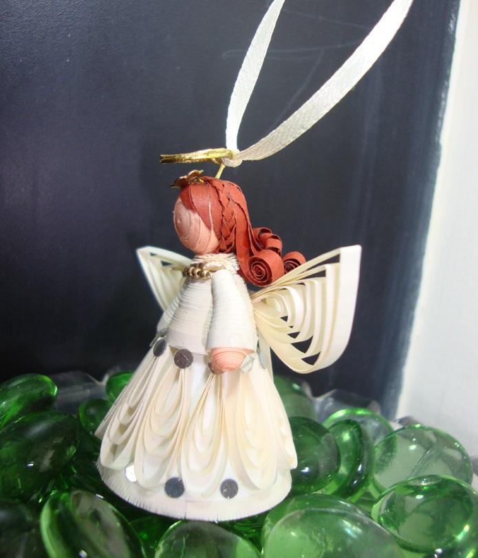 Как создавать елочные игрушки и новогодние подвески в технике квиллинг: обемные фигуры из склеиваемых уровнями деталей, ангел