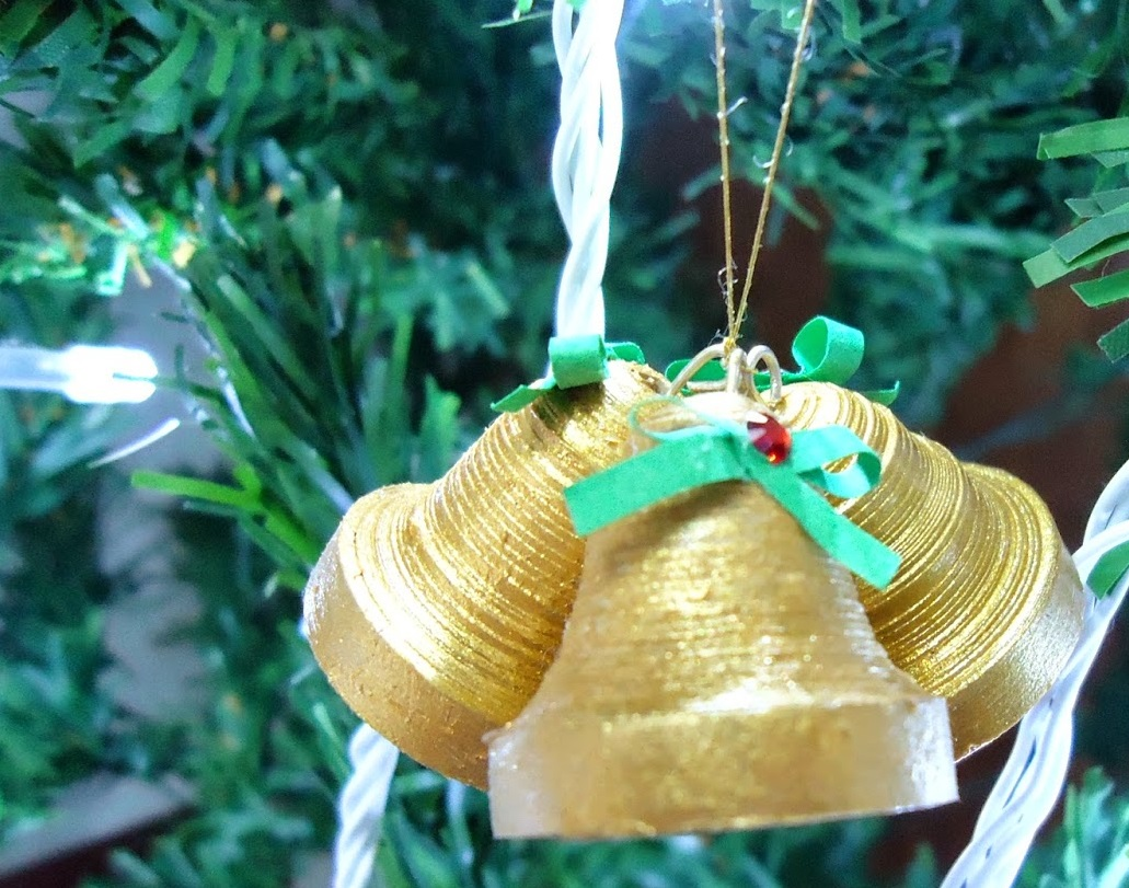Как создавать елочные игрушки и новогодние подвески в технике квиллинг: обемные фигуры - колокольчики