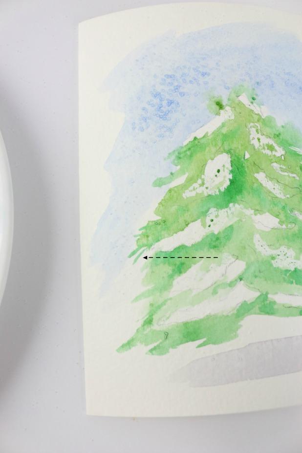 заостренной кисточкой и добавляем несколько тонких линий по краям нашей елки