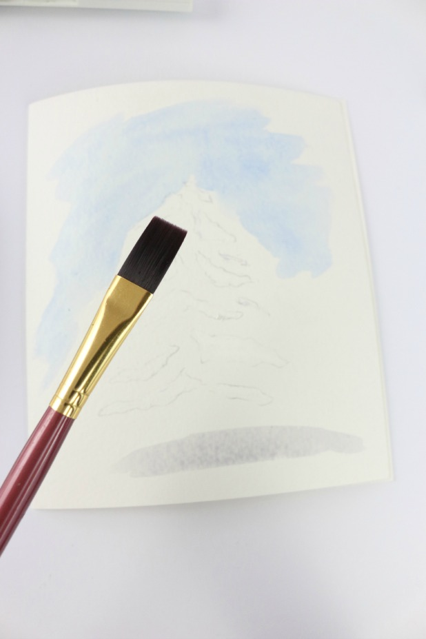 Используя плоскую кисточку, нарисуйте голубыми штрихами небо
