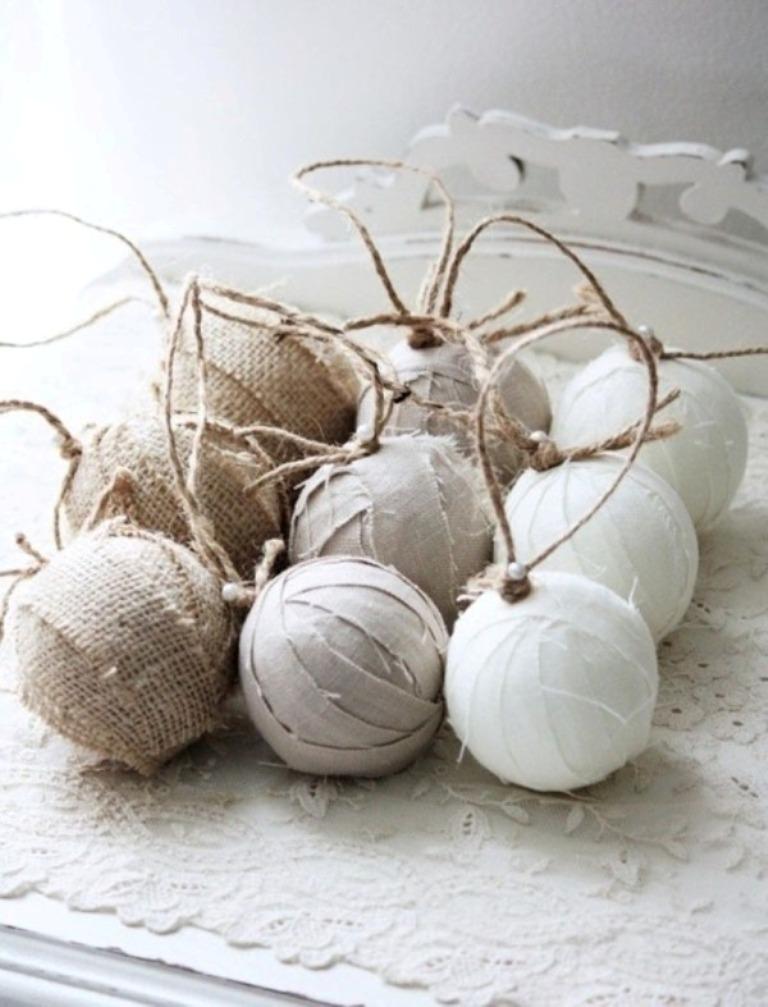 Второй самый популярный вариант – обмотка игрушек-основ разной формы с клеем пряжей, полосками ткани