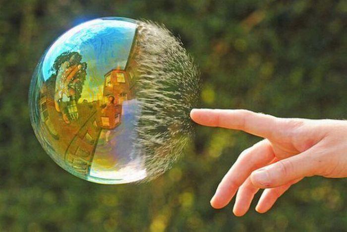 Ваш личный защитный пузырь, старый уютный мирок в течение первого семестра просто взорвется