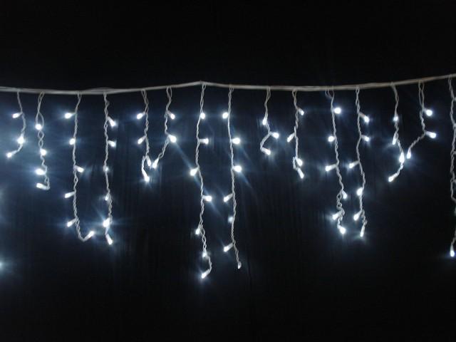 Светящаяся одноцветная гирлянда с L.E.D. лампочками