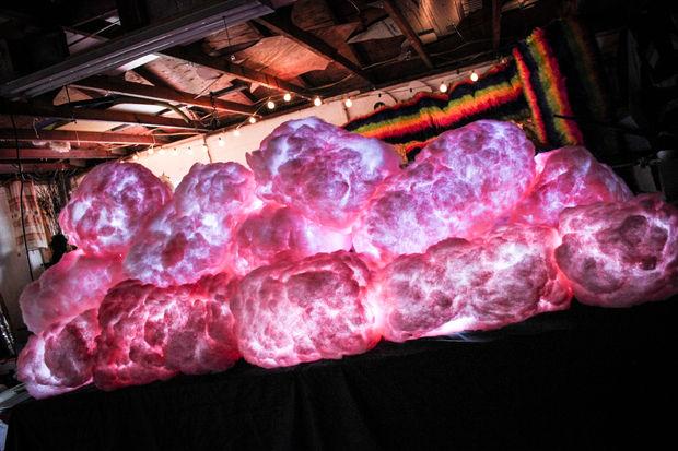 Как сделать натуралистичные светящиеся облака (и не только) для декорирования праздничного интерьера, детской