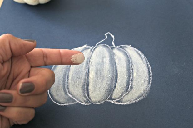 палец после растушевывания пастели