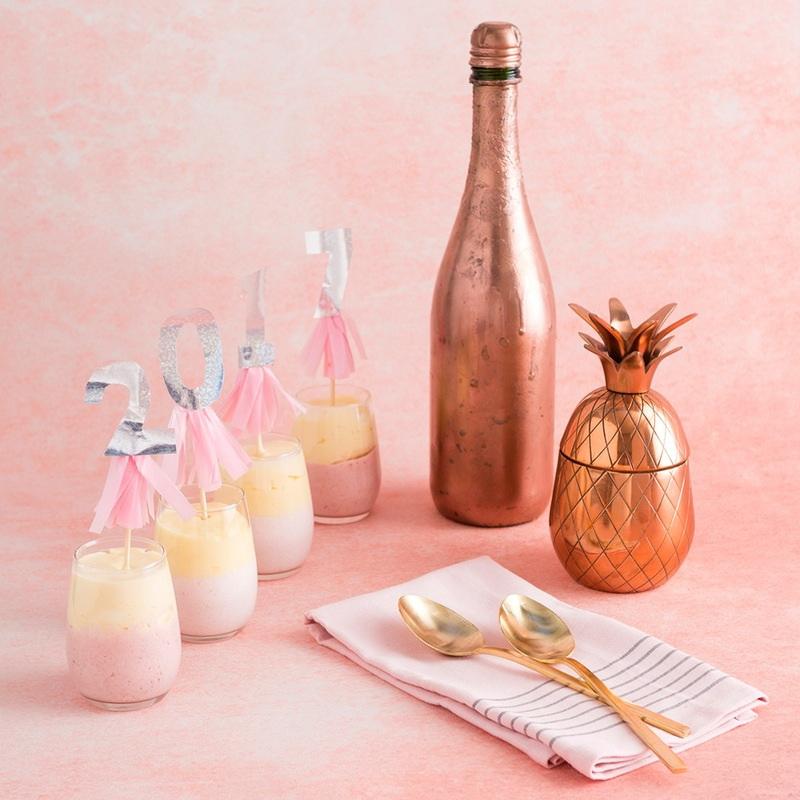Как легко сделать новогодний десерт из шампанского?