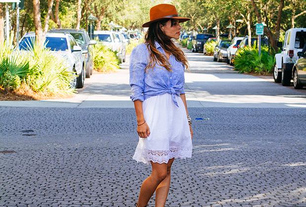 легкая рубашка с модным белым платьем с кружевом