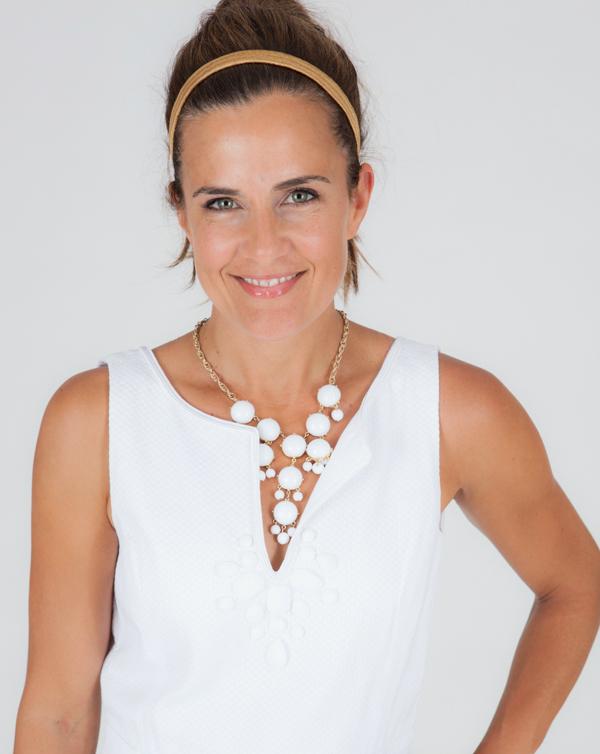 воздушное ожерелье тон в тон для белого платья с кружевами - мода лета 2014