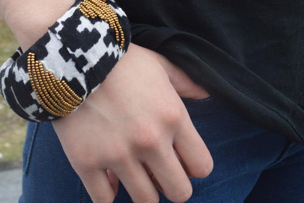 самодельный браслет на руке