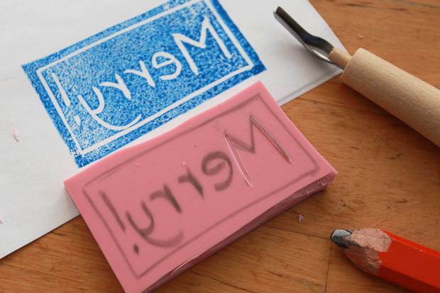 Правильное - зеркально отображенное - вырезание слова на печати