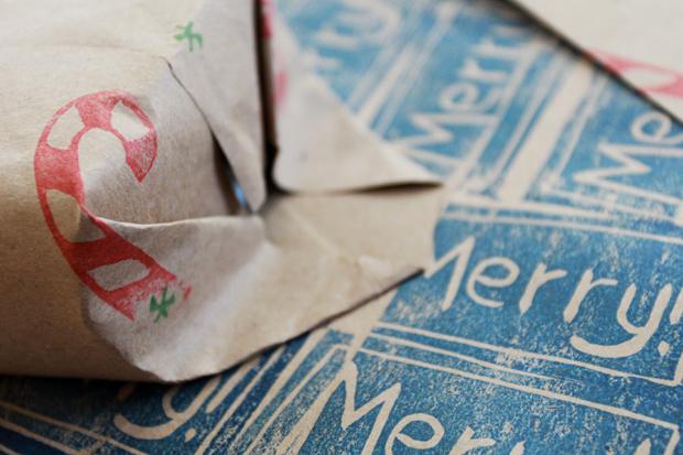 Как вырезать печати и как сделать упаковочную бумагу своими руками