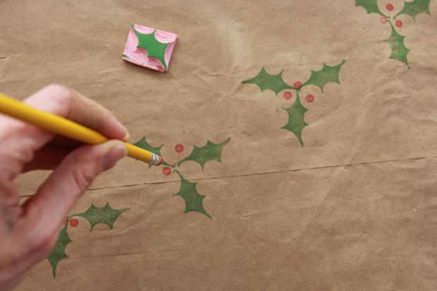Делая отпечатки на бумаге, помните, что можно комбинировать несколько оттисков в картинки-натюрморты или в принципе собирать изображения из частей разного цвета