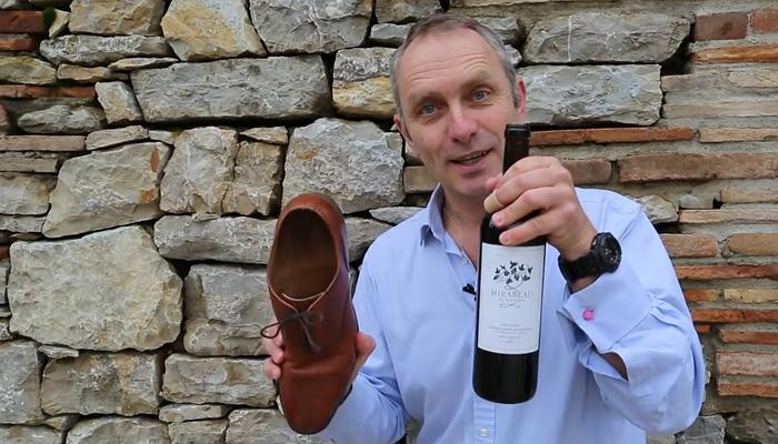 Как открыть бутылку вина без штопора - ботинком