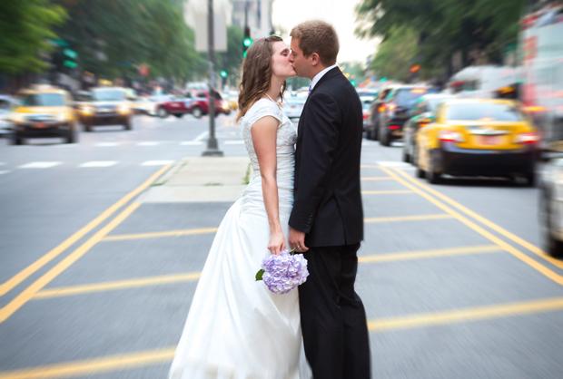 Как средствами Photoshop добиться на снимке ощущения движения: жених и невеста, время остановилось