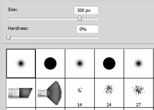 Photoshop: выберите мягкую (soft) круглую (round) кисть, кликнув на «Кисть» (Brush) в «Панели инструментов» (Tool palette)