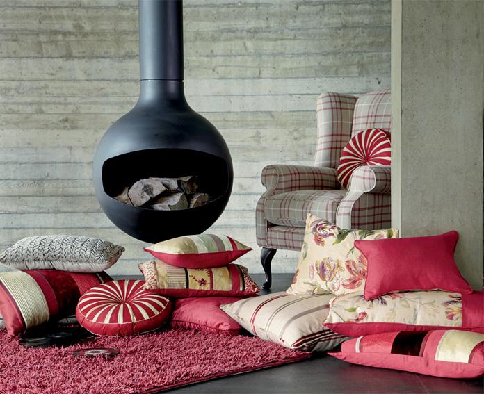 Одеяла, подушки, бумаги и другие горючие материалы, лежащие близко к обогревателю – дополнительная опасность