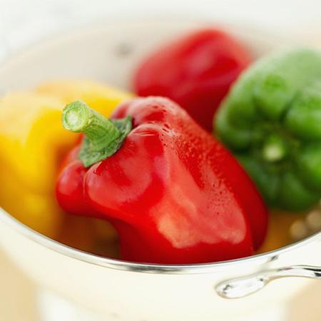 Перец не только порадует вас цветом в шашлыке, но и сам по себе на гриле он идеален