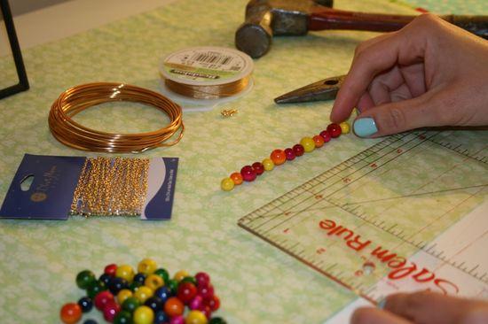 создайте цветовую схему и орнамент из бусин
