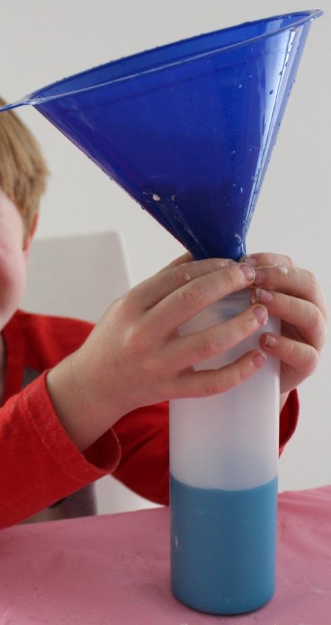 Наконец, разливаем краску по остроносым бутылочкам (используйте воронку)
