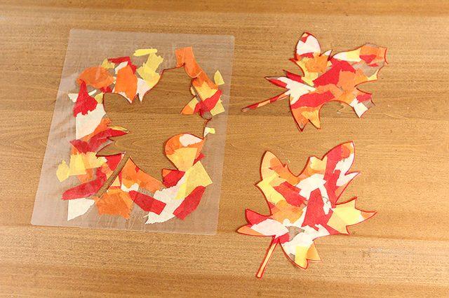затем вырезаем листочки ножницами