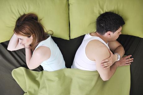 Супруги в одной постели отвернулись