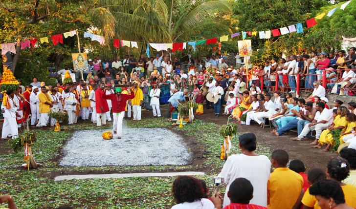 один из традиционных культурных фестивалей на острове Реюньон