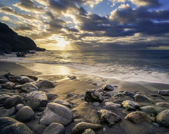 Береговая линия Реюньона: каменистый пляж