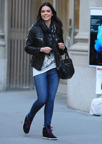 крутые кроссовки, которые сейчас уже больше похожи на молодежные полуботинки на платформе/сплошном каблуке мода кожаные куртки пиджаки жакеты
