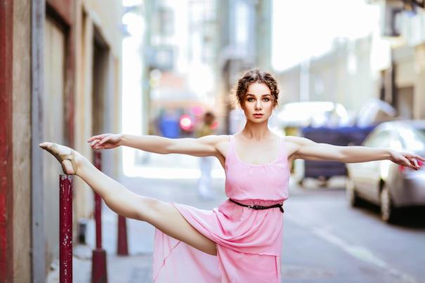 Ольга Соколова танцует на улицах Лос-Анджелеса