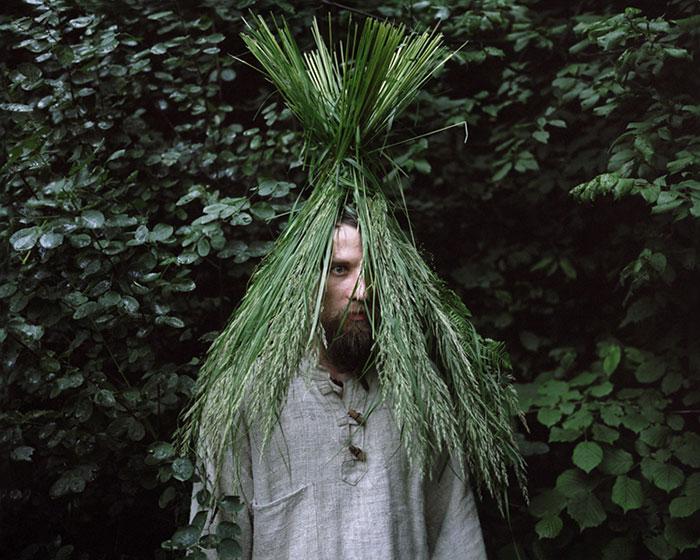 фотограф Данила Ткаченко: отшельник под шляпой из травы