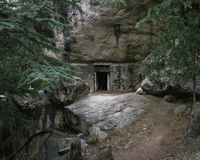 фотограф Данила Ткаченко: дом отшельника в скале