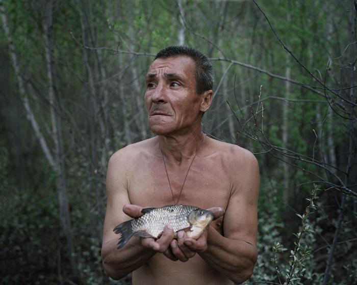 фотограф Данила Ткаченко: отшельник со свежепойманной рыбой