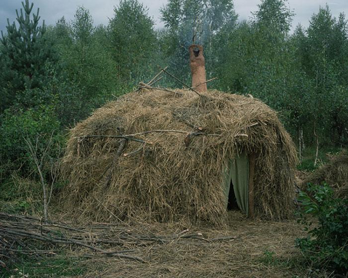 фотограф Данила Ткаченко: дом отшельника с крышей из сена