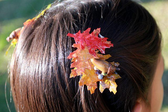 Готовые заколки и броши своими руками из красочных осенних «листьев» из ткани