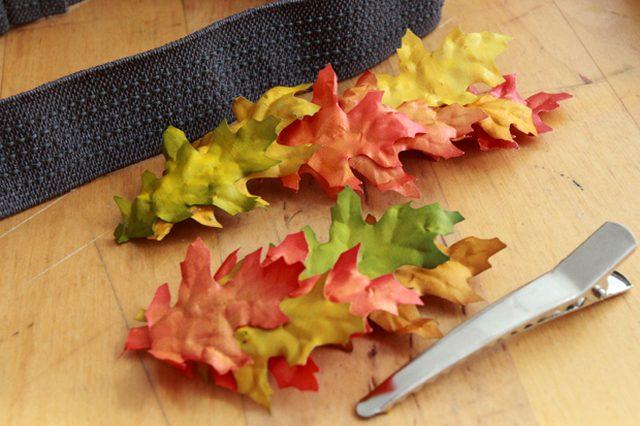 Когда все высохнет, разложите эти связки из листьев в требуемые формы: 2-3 вместе для украшения заколки, броши или несколько в одну линию для ободка
