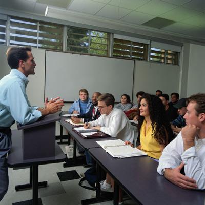 обучение сотрудников курсы повышения квалификации вещает с кафедры трибуны