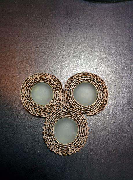 Теперь 3 «камня» у вас собраны вместе в единую деталь ожерелья