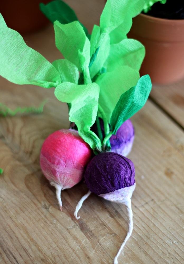 Как сделать натуралистичные овощи из крепированной бумаги своими руками - редиска