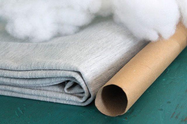 Исходные материалы для декоративной подушки в виде огромного узла макраме «восьмерка»