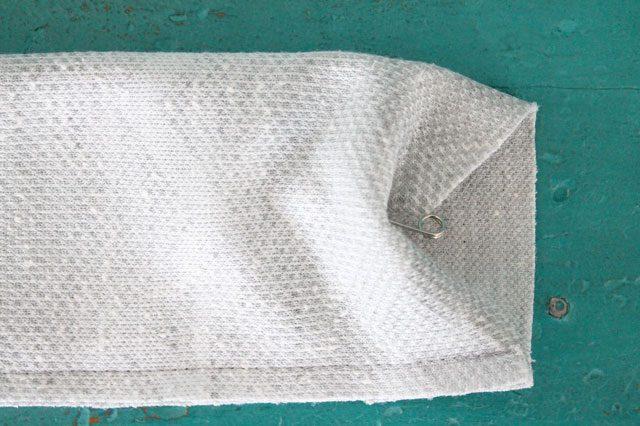 Заворачиваем эту булавку внутрь трубы из ткани