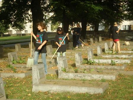 Волонтёрский лагерь по уходу за военными захоронениями