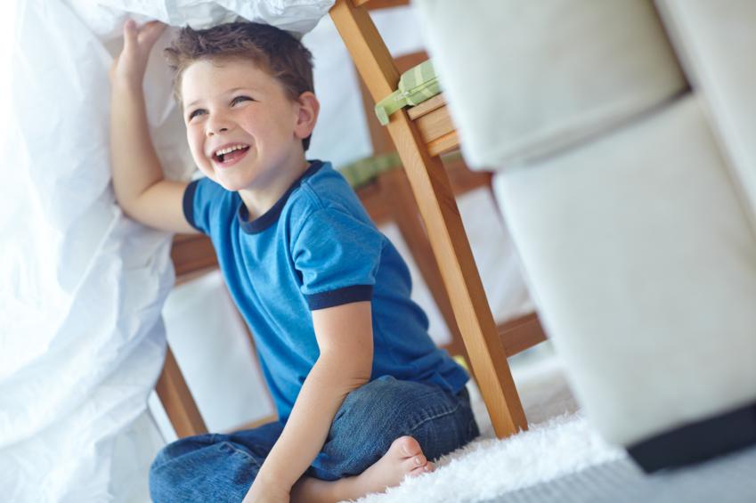 чем занять детей на зимних каникулах: строительство форта и битва подушками