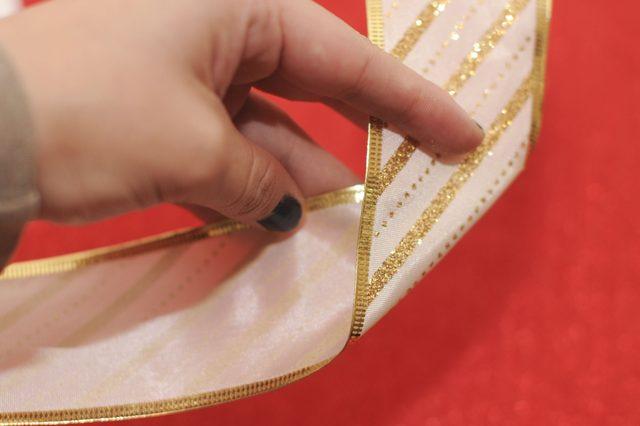 Отложите от этого кончика примерно 10,2 см и полученной метке сделайте диагональный сгиб